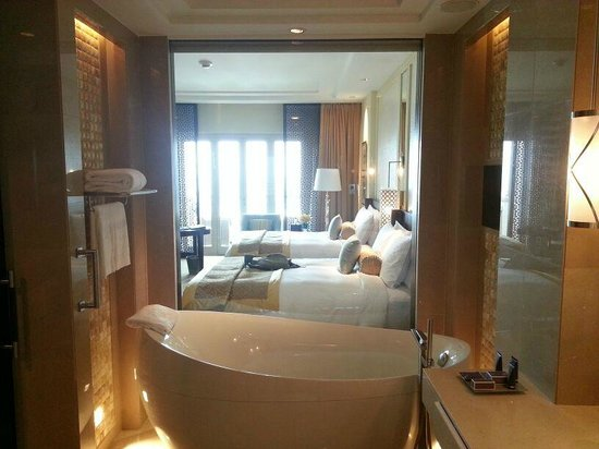 The Ritz-Carlton Dubai : Bathroom