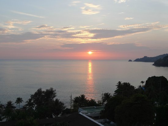Novotel Phuket: Beutiful sunset view from our balcony