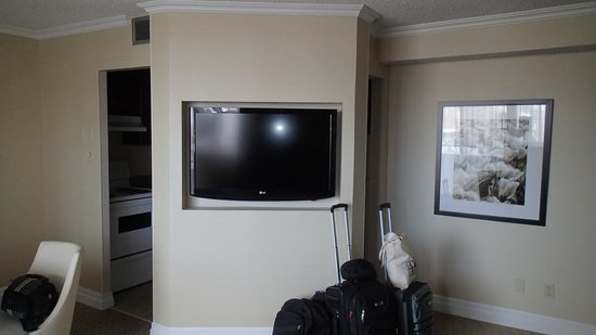 Albert at Bay Suite Hotel: Flat screen TV in living room area