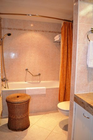 Longin Center - Marriott Executive Apartments: bathroom