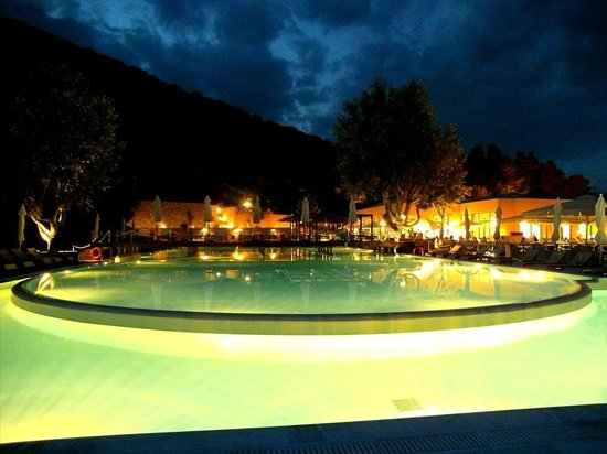 Grand Mediterraneo Resort & Spa: Pool View at Night