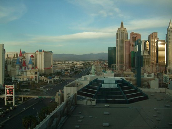 MGM Grand Hotel and Casino: morning veiw