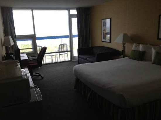 Nags Head Inn: 3RD FLOOR, OCEANFRONT, KING SIZE/SOFA PULL OUT ROOM