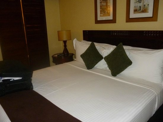 Southern Sun Dar es Salaam: Our ensuite bedroom with efficient air conditioning, fluffy white towels  etc.,