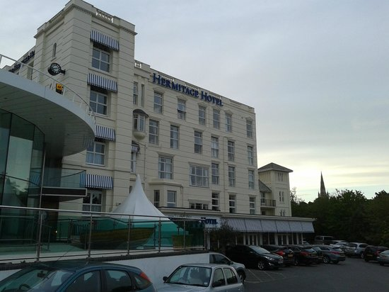 The Hermitage Hotel Bournemouth: Hotel and car park