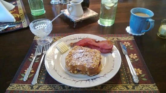 1910 Historic Enterprise House Bed & Breakfast: Breakfast