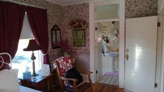 1910 Historic Enterprise House Bed & Breakfast: Imnaha Room View 1