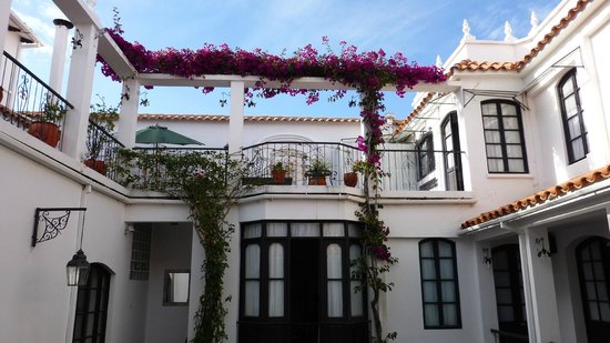 El Hostal de Su Merced: The Courtyard