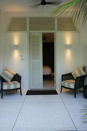 Amara Sanctuary Resort Sentosa: Front Porch