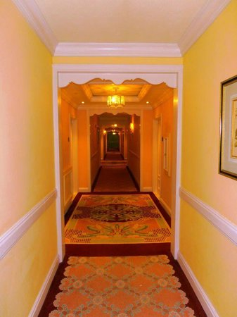 The Ritz-Carlton Golf & Spa Resort: On the way to the room - easy to get lost!