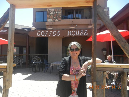 Red Feather Lodge: At the Coffee Shop in Tusayan, Az