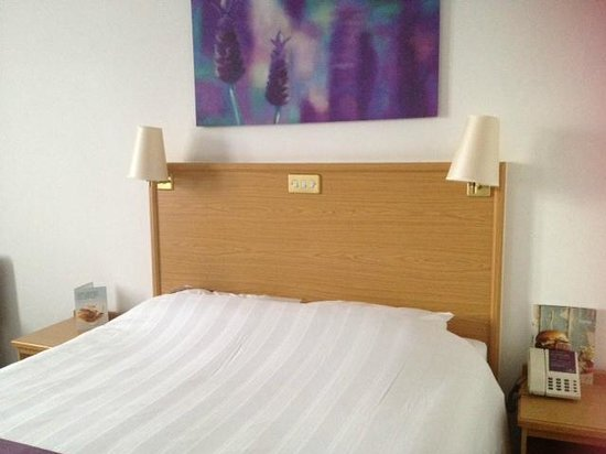 Premier Inn Edinburgh City Centre - Haymarket: Room