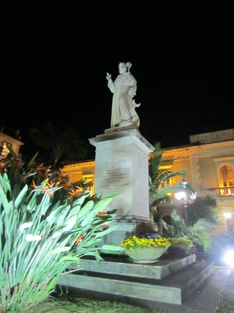 La Piazzetta Sorrento: Sant'Antonio Square at Night