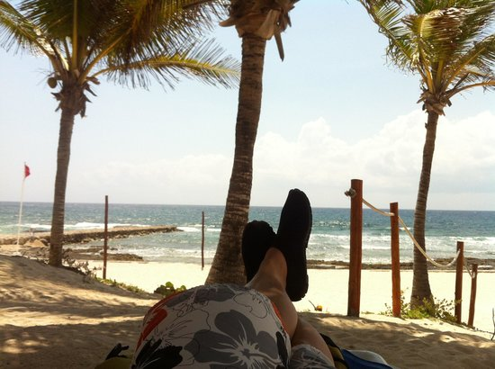 Grand Bahia Principe Akumal: Feet up under a palm tree, this is how we do it at the Grand Bahia!