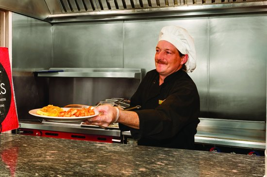 Embassy Suites Hotel Syracuse: Free cooked to order breakfast daily