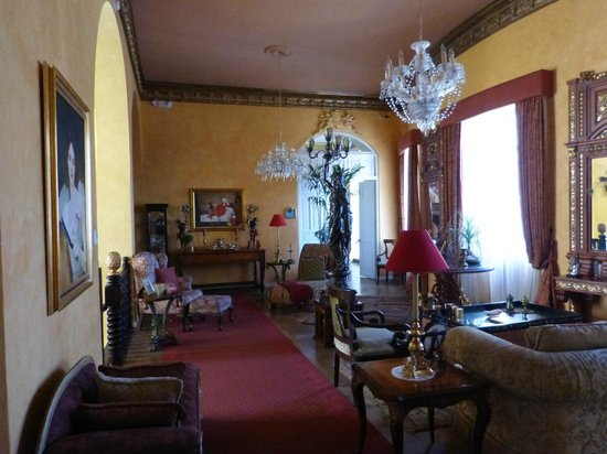 Boutique Hotel Mansion del Angel: The first floor lounge where afternoon tea is served!