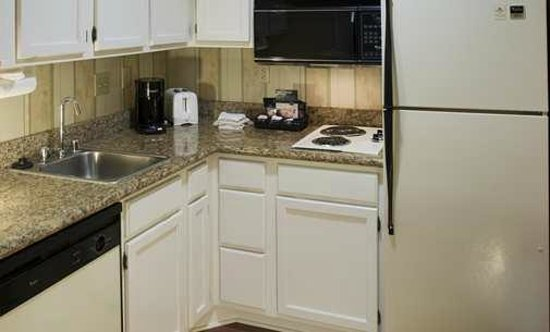 Homewood Suites by Hilton San Jose-Silicon Valley: Homewood San Jose Airport hotel suite kitchen