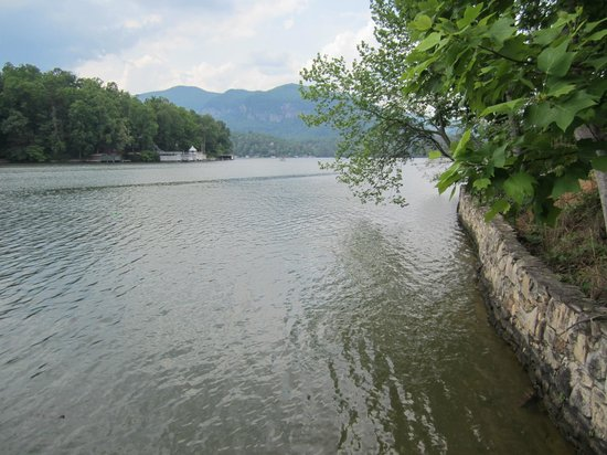 Lake Lure, NC: A view of the lake from the boat dock.