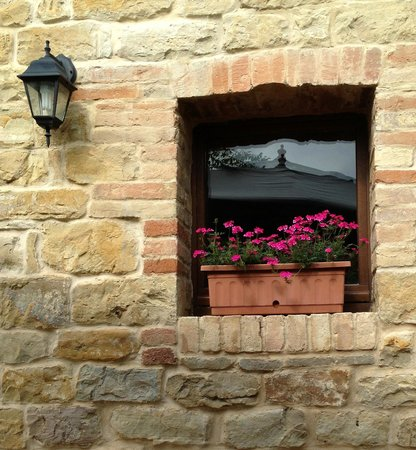 Penna San Giovanni, Italia: Kitchen Flower Box