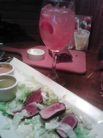 Plantation, FL: Ahi tuna with mango peach Sangria. it was really good