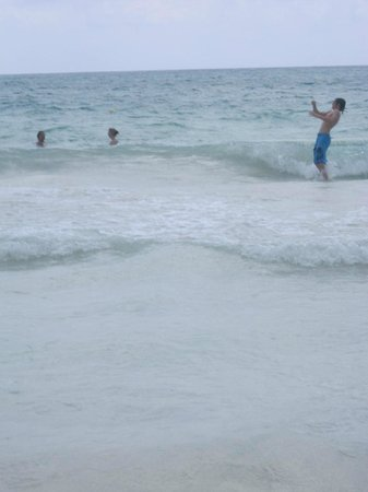 Catalonia Playa Maroma: Jumping the waves:)