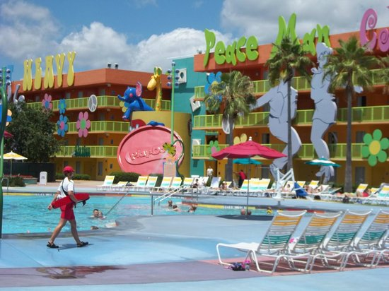 Disney's Pop Century Resort: Rooms in the 60's section,bordering the main pool