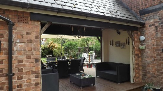 Sale, UK: outdoor dining area