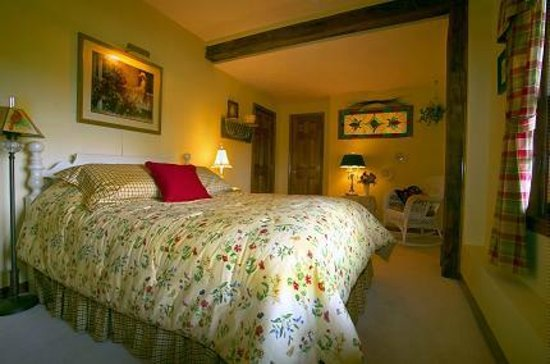 Mountain Song Inn Bed and Breakfast: Country Cottage Room