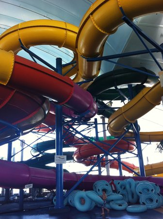 Crowne Plaza Niagara Falls - Fallsview: Water Park inside the hotel