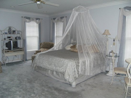 Greer, SC: Gorgeous Blue Room Bed