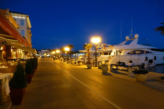 Valamar Riviera Hotel & Residence: Porec at night.