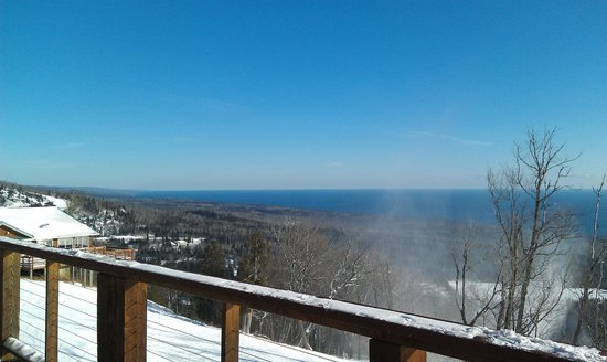Lutsen, Μινεσότα: view from challet on one of the runs