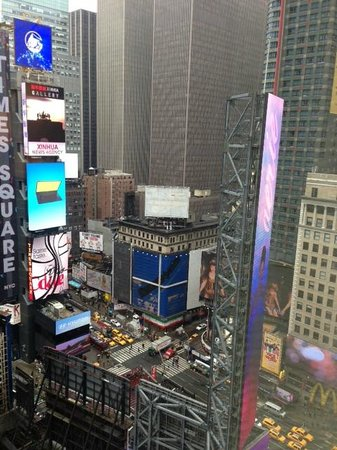 New York Marriott Marquis: Partial vie of Times Square from Room