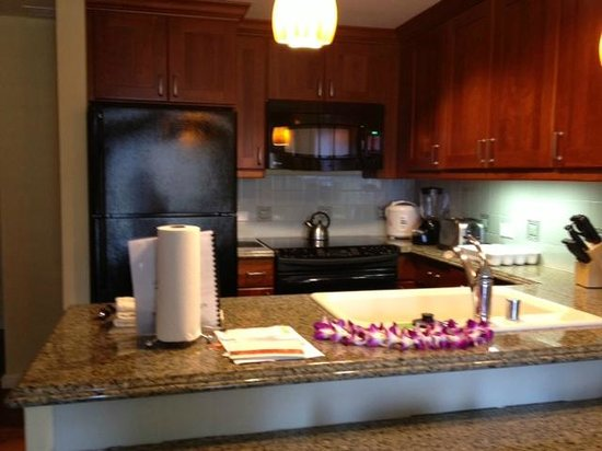 Grand Waikikian Suites by Hilton Grand Vacations: Kitchen