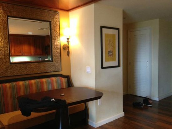 Grand Waikikian Suites by Hilton Grand Vacations: Dining nook