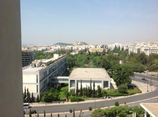 Hilton Athens: view of Acropolis and busy junction