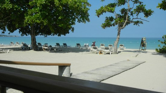 White Sands Negril: View of Beach