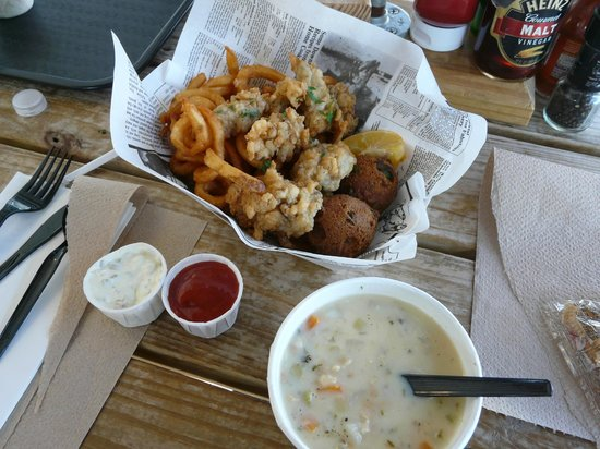 Fernandina Beach, FL: Fried oyster basket - clam chowder