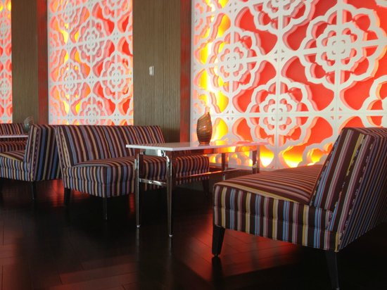 Riviera Resort & Spa, Palm Springs: Front Bar Seating