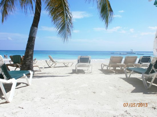 Grand Pineapple Beach Antigua: lovely white sandy beaches!!