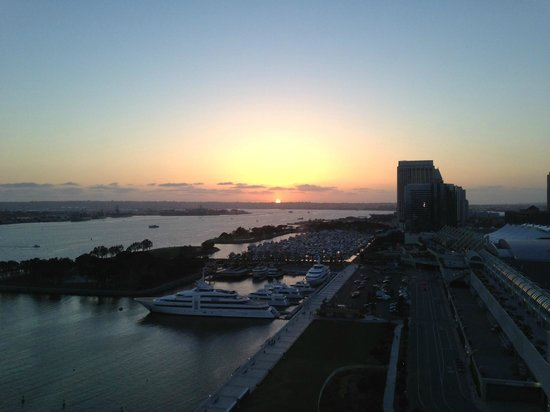 Hilton San Diego Bayfront: Sunset view from our room
