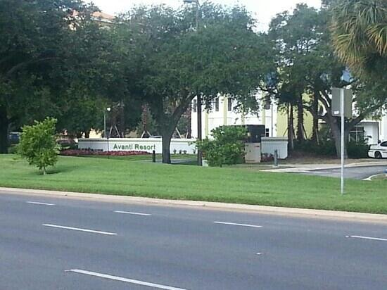 Avanti Resort Orlando: view across the street