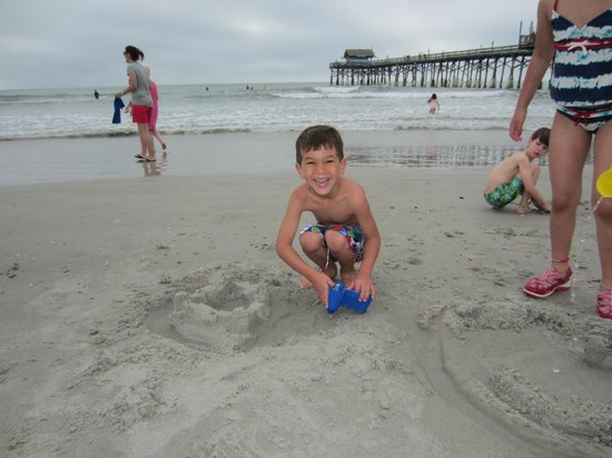 La Quinta Inn & Suites Cocoa Beach Oceanfront: Beach and Cocoa Beach Pier in background