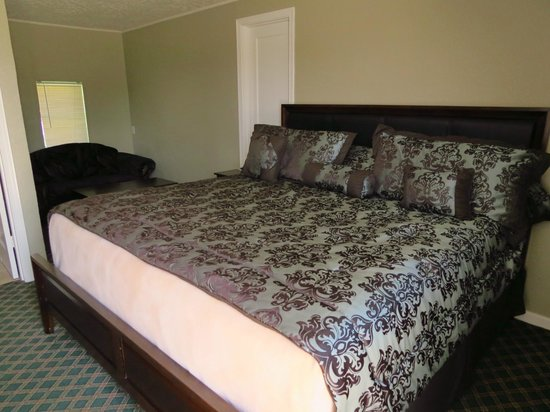 Salina, KS: Newly Remodeled Rooms