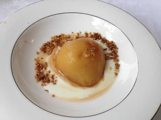 Chocorua, Нью-Гэмпшир: Poached pear to kickoff a breakfast