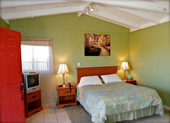 Twentynine Palms, CA: suite room with a kitchen