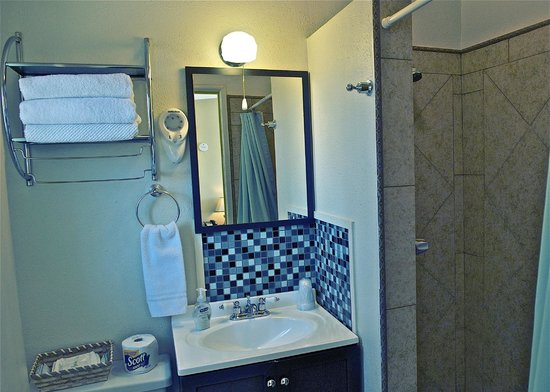 Twentynine Palms, CA: all rooms have bathrooms with showers