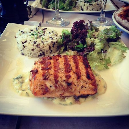 Argostolion, Greece: Salmon main
