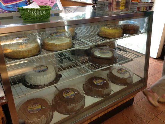 Sunset Beach, HI: cake display case