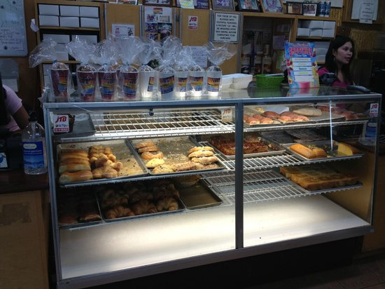 Sunset Beach, HI: bakery display case